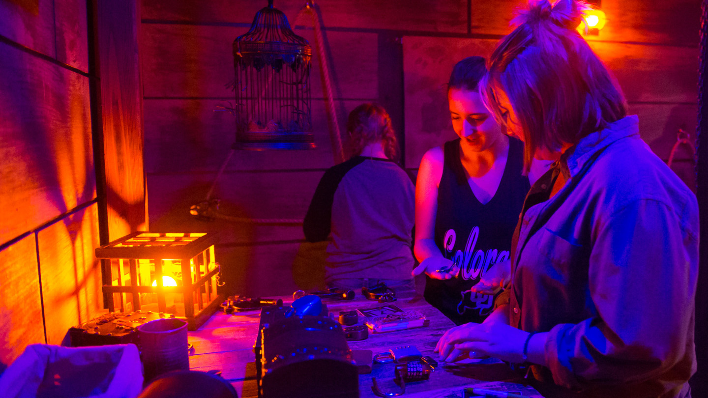 WHY AN ESCAPE ROOM IS A GREAT FIRST DATE IDEA?
